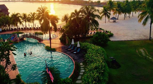 Water Chalet Suite at Langkawi Lagoon Resort - Langkawi - Pool