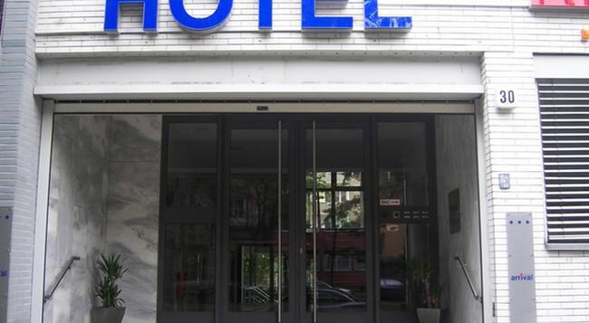 Arrival - Berlin - Building