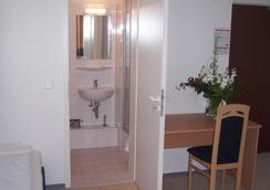 Hotel Arrival - เบอร์ลิน - ห้องน้ำ