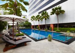 โรงแรมเจดับบลิวแมริออท กรุงเทพ - กรุงเทพฯ - สระว่ายน้ำ