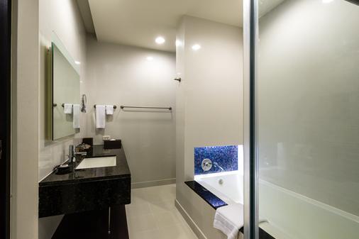 โรงแรมชาเทรียม ริเวอร์ไซด์ กรุงเทพฯ - กรุงเทพมหานคร - ห้องน้ำ