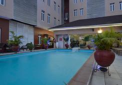Palazzo Dumont Hotel - ลากอส - สระว่ายน้ำ