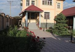 The Zhibek-Zholu Guest House - บิชเคก - วิวภายนอก