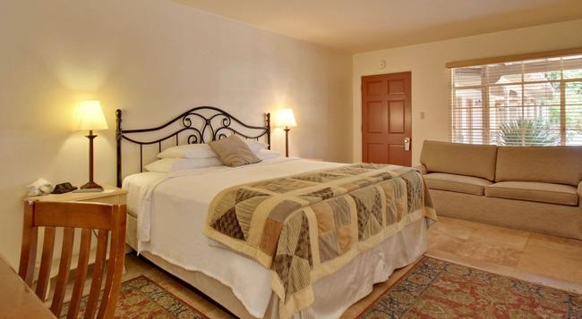Warm Sands Villa- A Gay Men's Clothing Optional Resort - Palm Springs - Bedroom