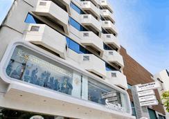 โรงเเรม สำราญเพลส - กรุงเทพฯ - อาคาร