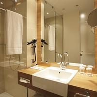 Ramada Hotel Berlin Alexanderplatz Guest Bathroom