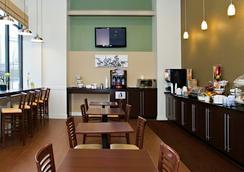 Sleep Inn & Suites Downtown Inner Harbor - บัลติมอร์ - ร้านอาหาร