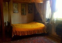 Nino Gelashvili Guesthouse - ทบิลิซี - ห้องนอน