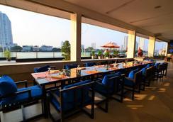 รามาดา พลาซ่า บางกอก แม่น้ำ ริเวอร์ไซด์ - กรุงเทพมหานคร - ร้านอาหาร