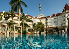 Hong Kong Disneyland Hotel - ฮ่องกง - สระว่ายน้ำ