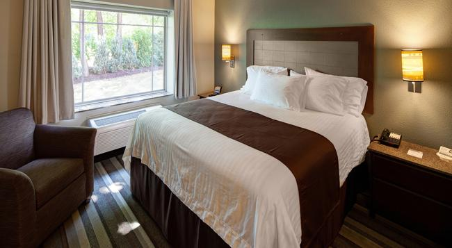 The East Avenue Inn & Suites - Rochester - Bedroom