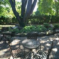 The East Avenue Inn & Suites Garden