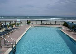 Daytona Shores Inn and Suites - เดโทนา บีช - สระว่ายน้ำ