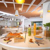 Warwick Paradise Island Bahamas - Adult Only Buffet