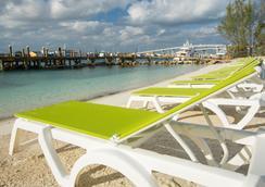Warwick Paradise Island Bahamas- Adults Only - All Inclusive - แนสซอ - ชายหาด