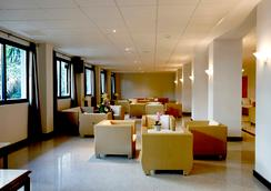 Hotel Los Patos Park - เบนัลมาเดนา - ล็อบบี้