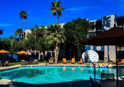 Hotel 502 - ฟีนิกซ์ - สระว่ายน้ำ