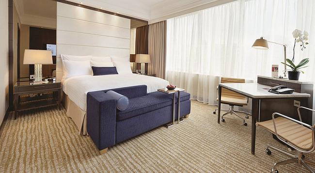 Singapore Marriott Tang Plaza Hotel - Singapore - Bedroom