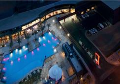 Suites at Elara Las Vegas Strip (No Resort Fees) - ลาสเวกัส - สระว่ายน้ำ