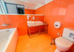 Inn Ozz - คารากันดา - ห้องน้ำ