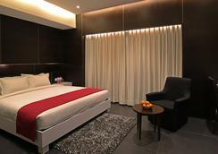 Hotel German Palace - อาเมดาบัด - ห้องนอน
