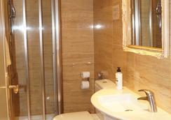 Hotel Caballero Errante - มาดริด - ห้องน้ำ
