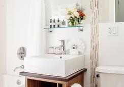 Condor Hotel - บรูคลิน - ห้องน้ำ