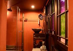 โอลด์ แคปิตอล ไบค์ อินน์ - กรุงเทพฯ - ห้องน้ำ