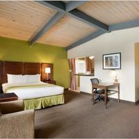 Ramada San Diego North Hotel & Conference Center Kitchenette Suite