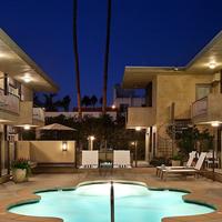 7 Springs Inn & Suites Outdoor Spa Tub