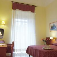 Hotel Adria Guestroom