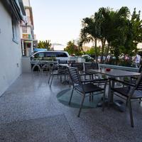 Beds n' Drinks Hostel Terrace/Patio