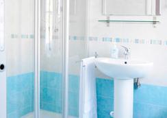 B&B Trieste Plus - ตริเอสเต - ห้องน้ำ