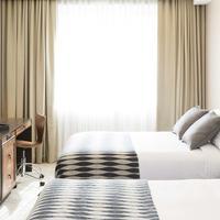 Leon Hotel Guestroom