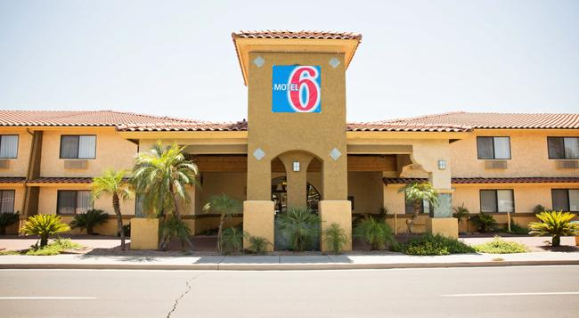 Motel 6 Phoenix - Scottsdale West, AZ - Phoenix - Building