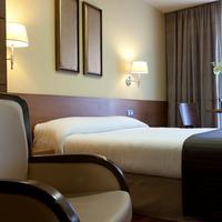 Hotel Sterling Guestroom