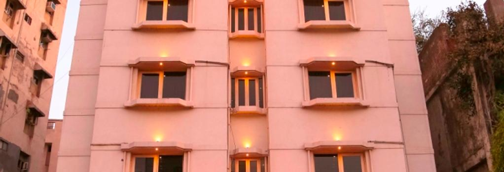 Hotel Golden Plaza - Ahmedabad - Building