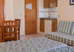 Hotel Apartamentos Lux Mar - อิบิซา - ห้องนอน