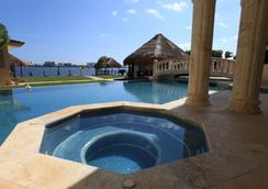 Casa Margarita - แคนคูน - สระว่ายน้ำ