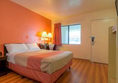 Motel 6 Palm Springs Downtown - ปาล์มสปริงส์ - ห้องนอน
