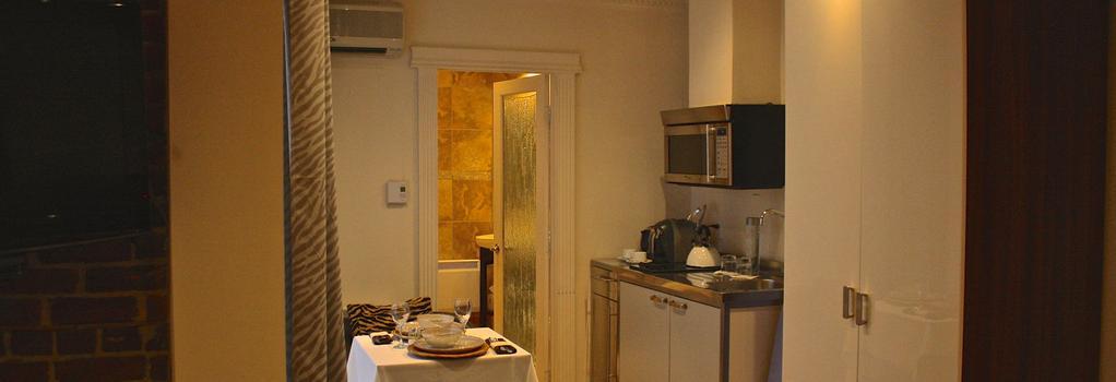 Kutuma Hotel & Suites - Montreal - Bedroom