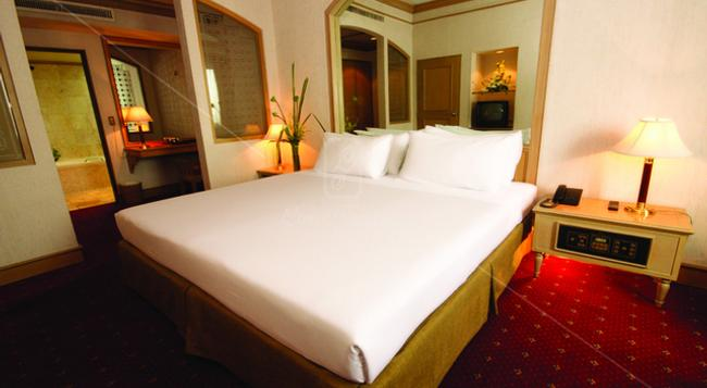 Louis' Tavern Hotel - Bangkok - Bedroom