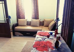 Hotel Mirazh - ออมสค์ - ห้องนั่งเล่น