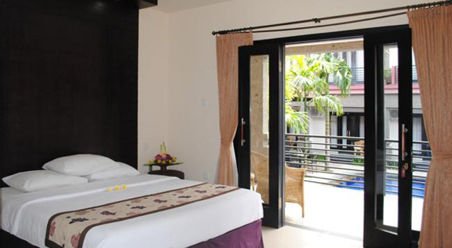 Taman Tirta Ayu Pool And Mansion - Denpasar - Bedroom