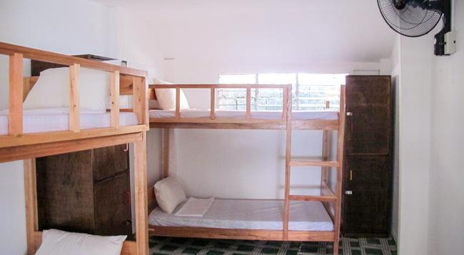 Chill Out Hostel - Malay - Bedroom