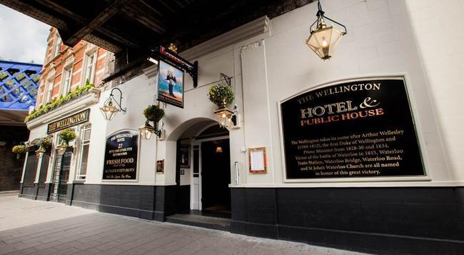 The Wellington Hotel - London - Building