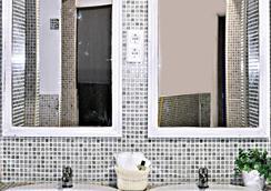 Dulces Dreams Boutique Hostel - มาลากา - ห้องน้ำ