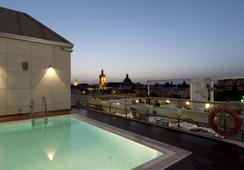 Sevilla Center - เซบีญ่า - สระว่ายน้ำ