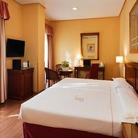 Becquer Hotel Guestroom