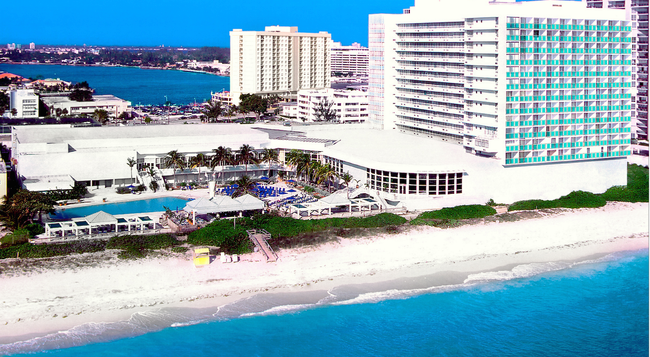 Deauville Beach Resort - Miami Beach - Building